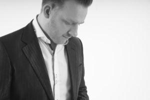 Grand Illusionist UK- Sean Alexander in monochrome