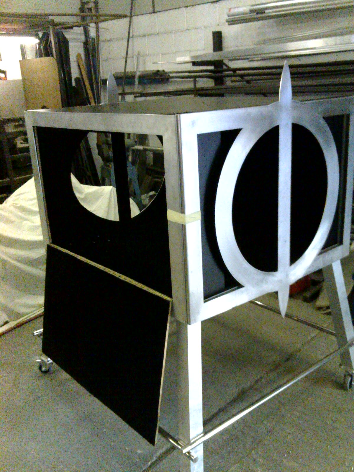 Illusion fabrication in workshop